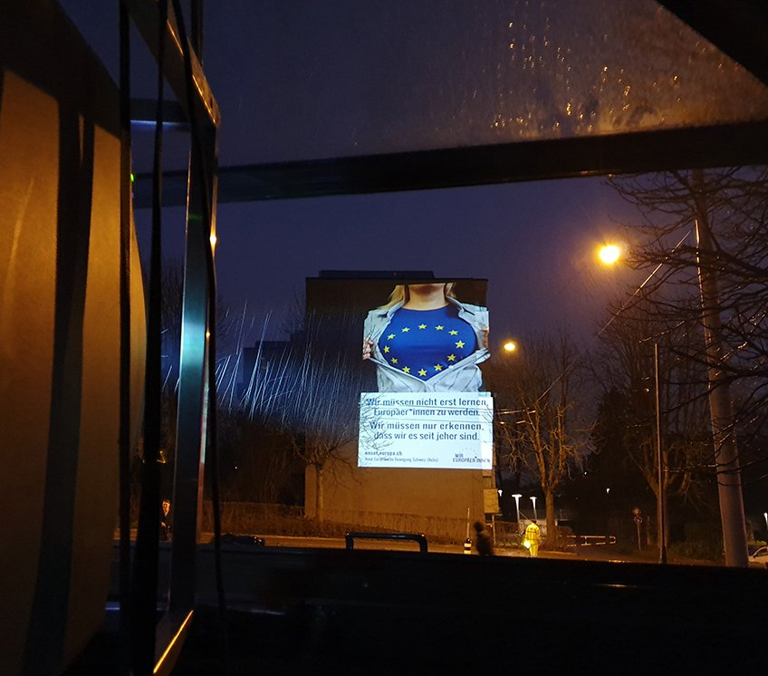 Aktion vor der Albisgüetli-Tagung der SVP: Blick aus dem Projektionsbus